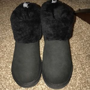 Black mini uggs Size 9